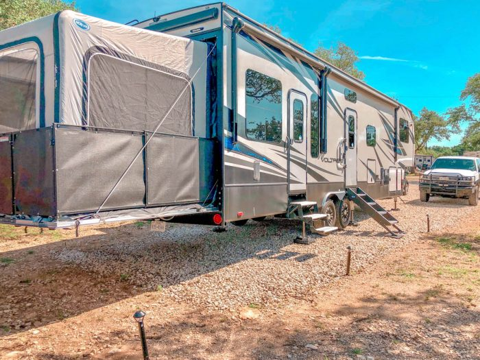 fifth wheel with patio tent